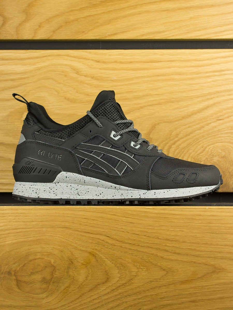 Black Gel Nails With One Silver Glitter Nail: Asics Gel-Lyte MT Sneakerboot